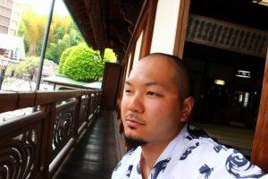 ゲストハウスと温泉旅館の真ん中?松山の「どうごや」に泊まって、気軽に温泉旅行を満喫だ!